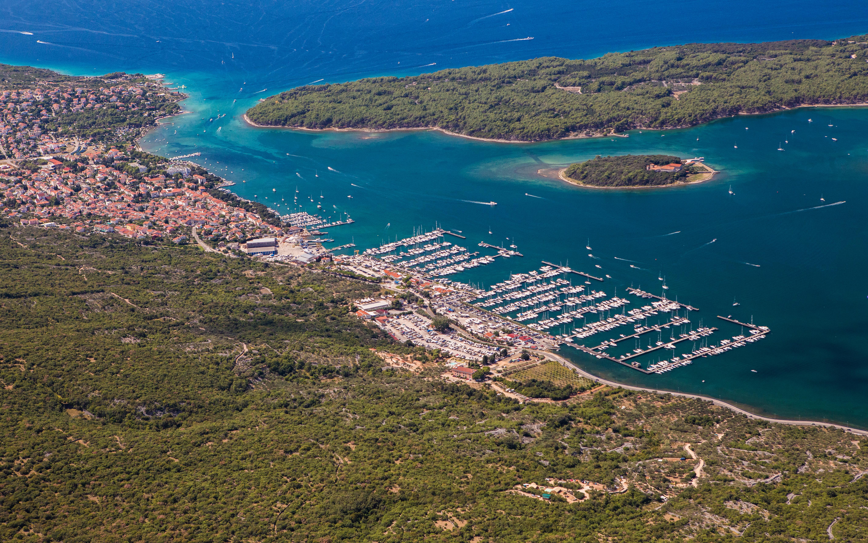 punat-promenade-island-krk